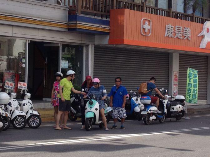 重傷不治!陸團巴士擦撞上海自遊行女騎士